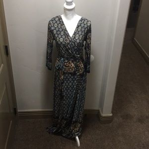 Dresses & Skirts - On trend, patterned size large dress